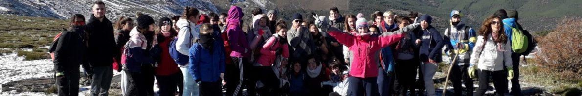 El alumnado más ecológico del año pasado, junto a tres profesores, disfrutando de la naturaleza.